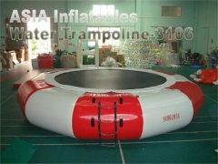 trampolin air berwarna-warni